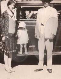 Herbert, Gladys (Forsythe) Hynson with little Bettye